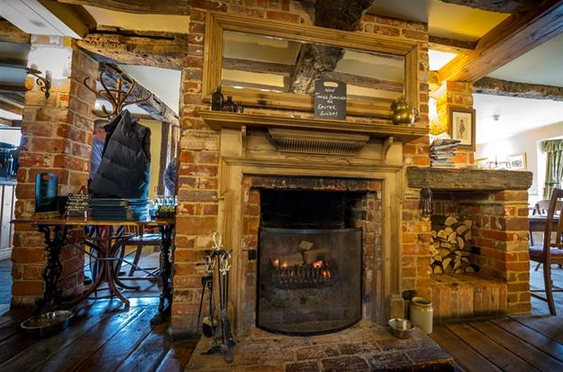 Hampshire Pubs For Christmas Day - Hurry, And Book Your Table At The Rising Sun Inn Clanfield - **Last Few Tables Remaining**