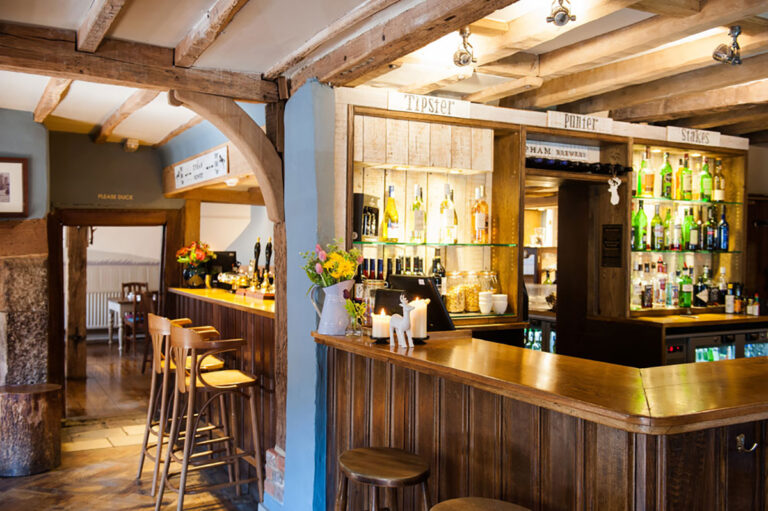 Country Pubs In West Sussex - The White Hart South Harting Is The Perfect Spot For Drinks With Friends !