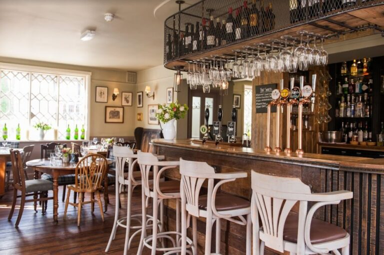 Dog Friendly Pubs In Hampshire – The Peat Spade Inn Welcome Your Fluffy Friends Along Too !