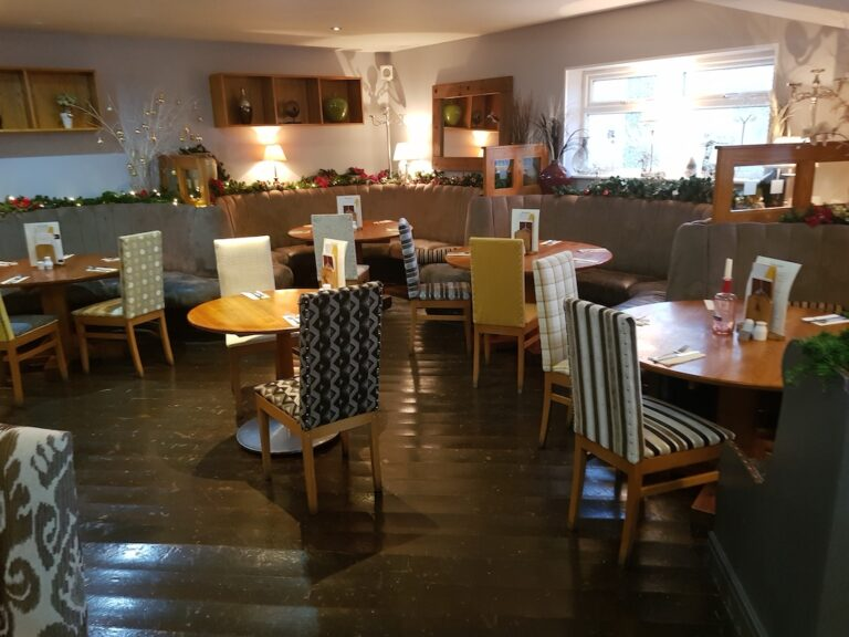 Family Friendly Pubs In Queensbury - The Queens Head Queensbury Has An Amazing New Look - Grab The Family And Head Down!