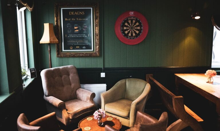 Pubs In Wiltshire Showing Live Sport – Do Not Miss All The Live Action At Deacons Salisbury !