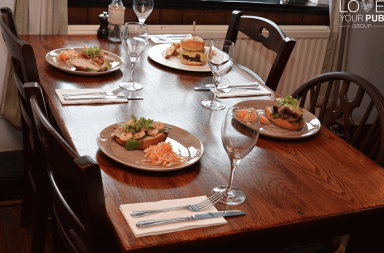 Sunday Lunch In Wallingford – Have You Seen The Queens Head Crowmarsh Delicious Menu !?