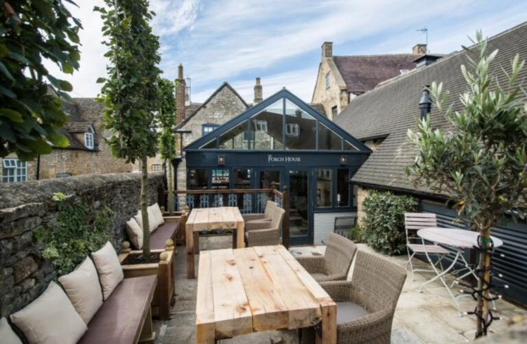 Dog Friendly Pubs in Stow On The Wold - The Porch House Welcomes Those Pooches Too !