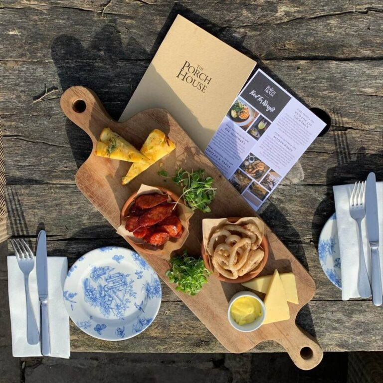 Pubs With Food In Stow On The Wold - Make Monday Better & Join The Porch House For Pie Mondays !