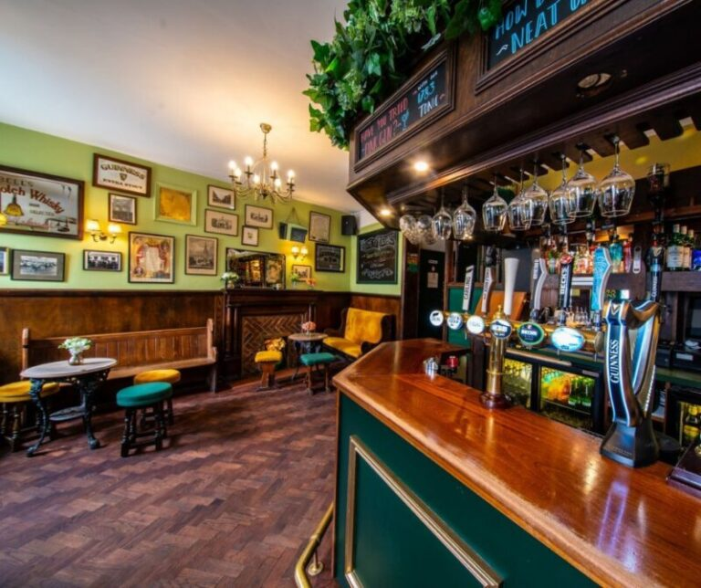 Pubs With Sky Sports In Salisbury - Watch The Game At Deacons !