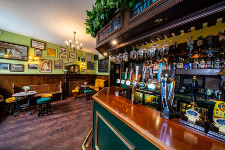 Events In Salisbury - Head To Deacons For Gin Tasting !