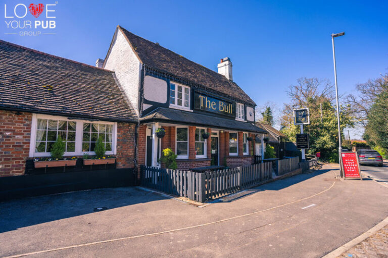 Pubs For Fathers Day In Barkham - Celebrate With Dad At The Bull !