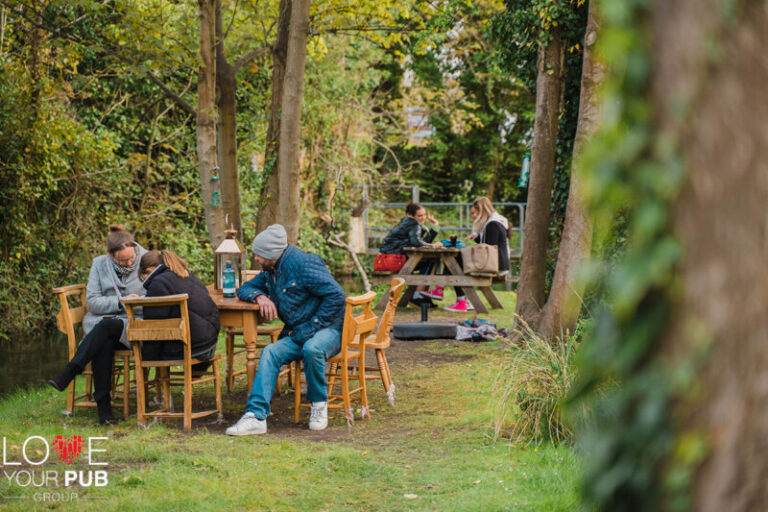 Pubs With Offers In Winchester - Students Get 15% Off At The Willow Tree !