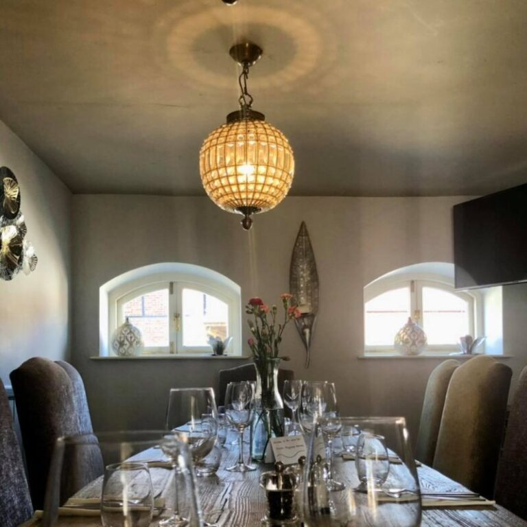 Country Pubs In Hampshire - Celebrate In Style At The White Hart Overton !
